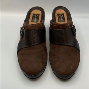 Clark's Artisan Size  9 M Brown Suede Clogs